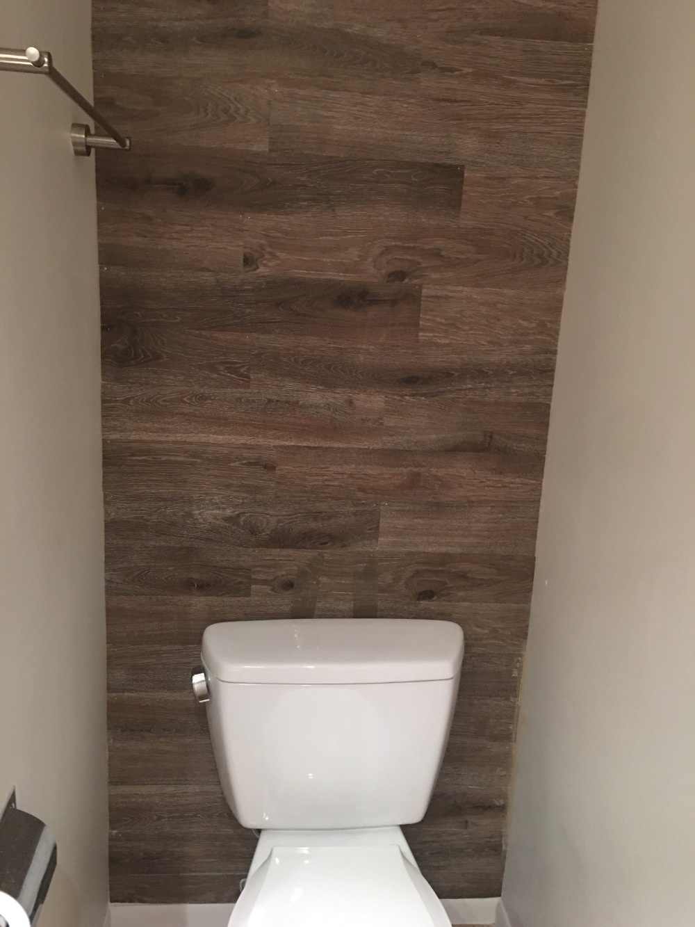 How I installed a vinyl wood accent wall in my bathroom for under ...